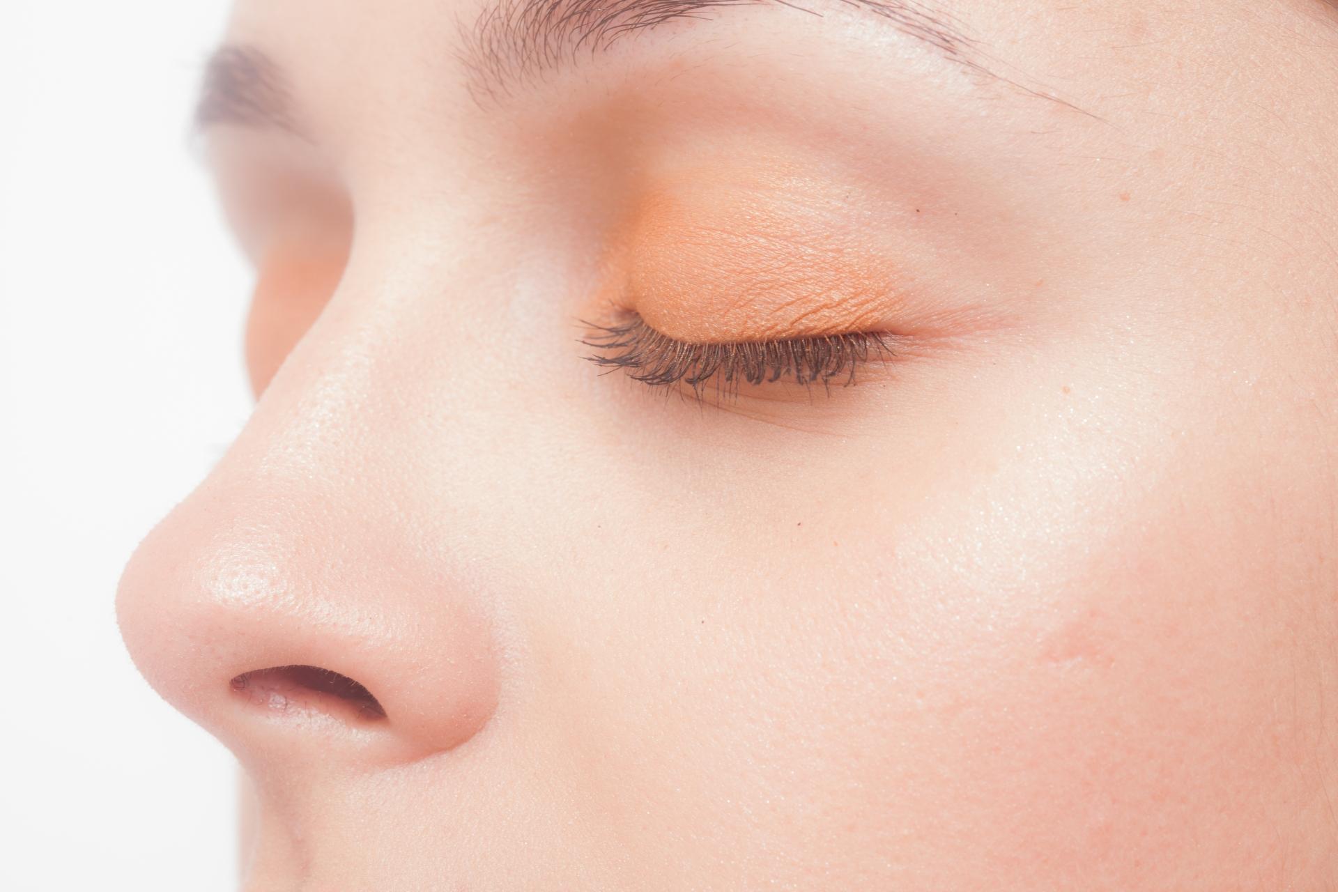 鼻毛の正しい脱毛方法とは?鼻のムダ毛処理のNG方法もご紹介。