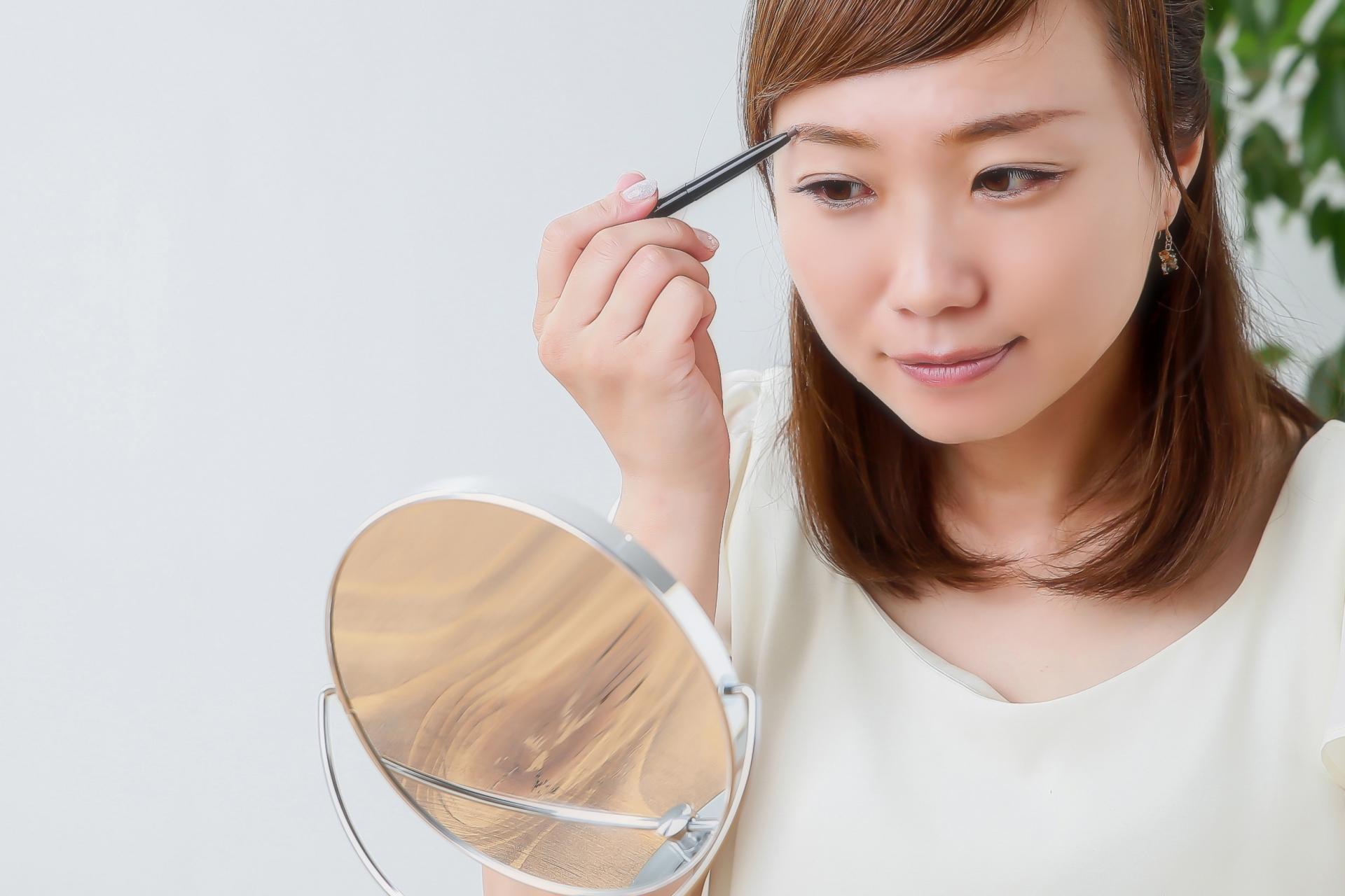 眉毛の脱毛方法。自己処理のやり方や注意点、サロンの処理方法を紹介