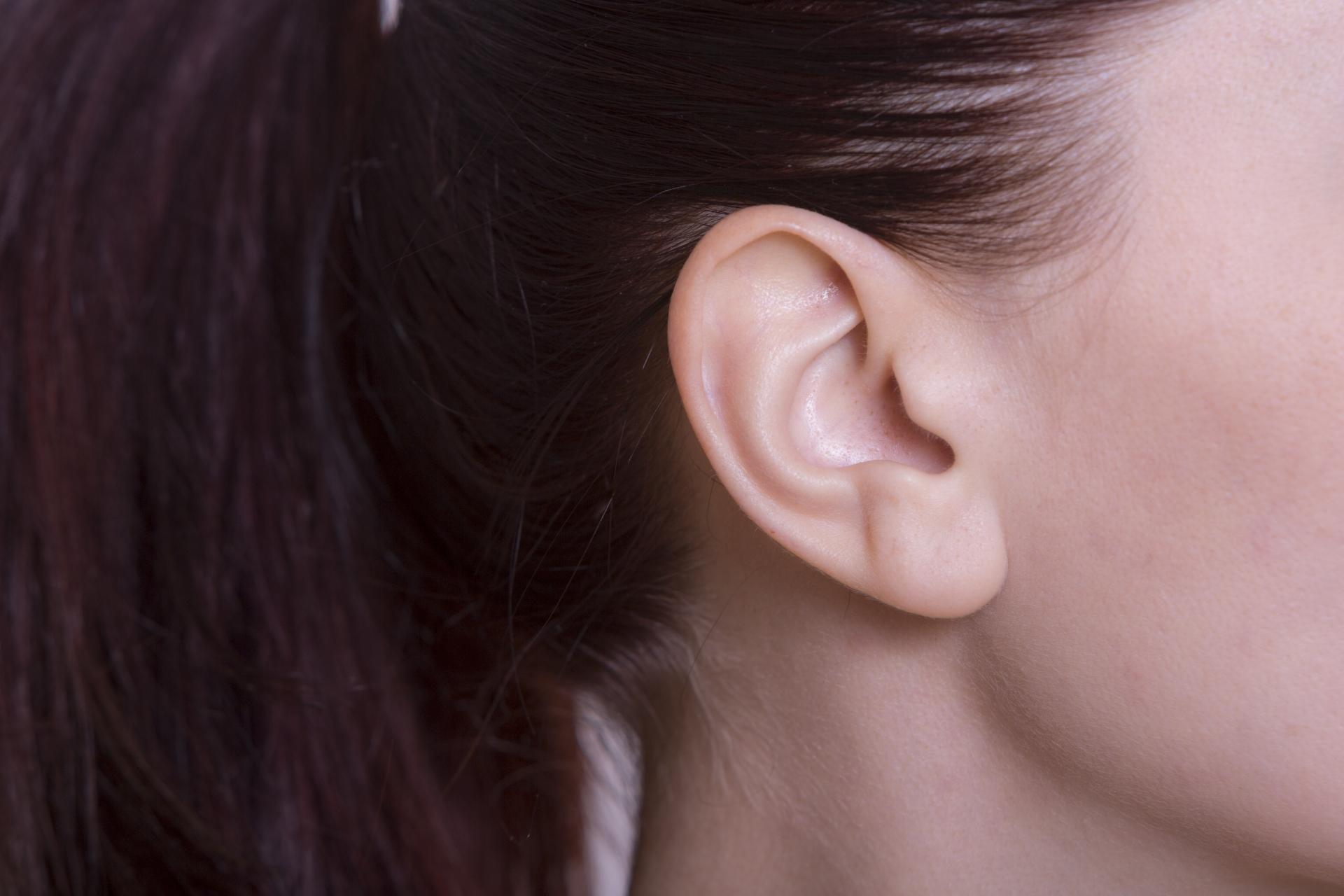 耳毛のムダ毛処理の方法とは?脱毛方別にメリット・デメリットを紹介