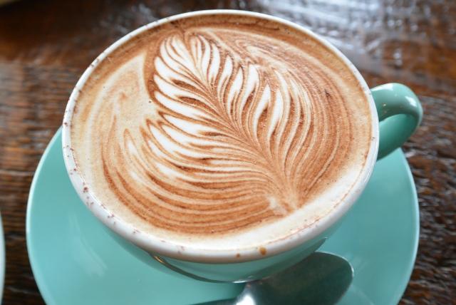カプチーノとカフェラテの違いは?美味しいつくり方や飲み方もご紹介