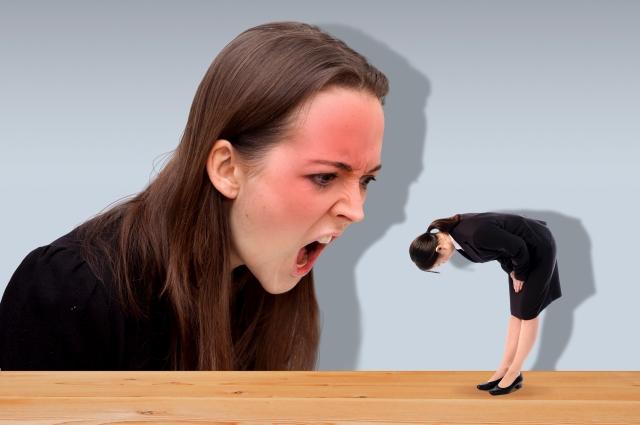 クレーマーの心理とは?クレームをつける人に共通する特徴と対処法。