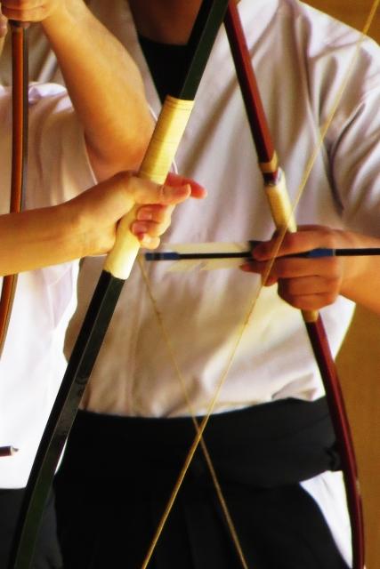 弓道の「妻手のひねり」を効かせるポイントと、3つの練習方法