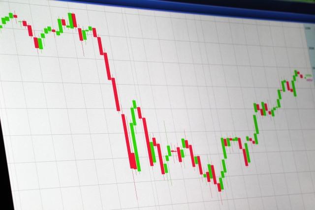 FXと現物取引どっちが稼げる?違いや特徴を理解して自分に合った投資を。