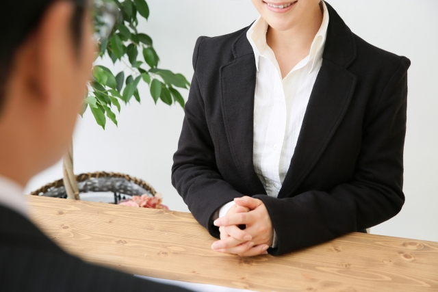 保険営業を辞めたい!離職率の高い理由と他の職種に活かせる営業スキル