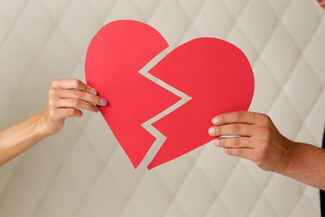 彼氏と別れて辛い時に絶対やってはいけない行動と前に進む為の方法。