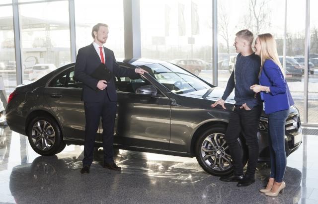 自動車販売業から転職した方がいい理由とは?厳しいカーディーラーの実態。