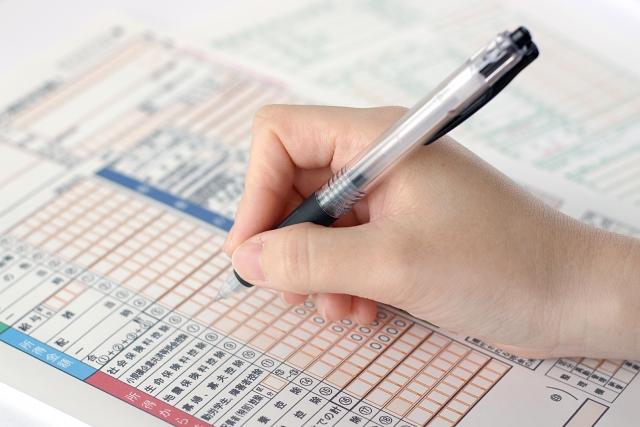 サラリーマンがFXで利益を出した時、税金への対応を詳しく解説。
