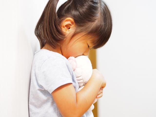 幼稚園児が不登校になる4つの原因とその対処法を詳しく解説。