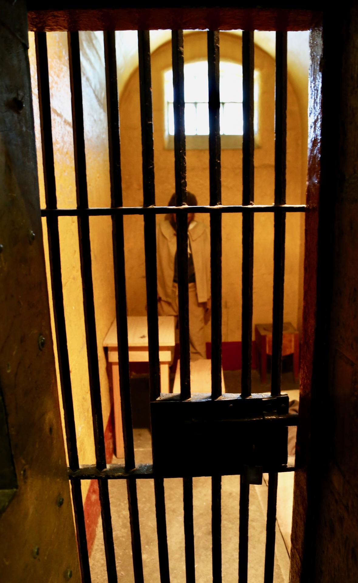刑務官を辞めたい人が減らない理由とは?体力的にも精神的にもきつい仕事。