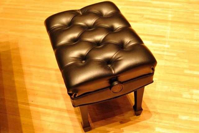 自分に合ったピアノ椅子の選び方。ピアノ椅子の正しい使い方を解説。
