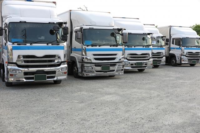 運送業の労働時間やきつい現状とは?離職率の高い配送業の実態を解説。
