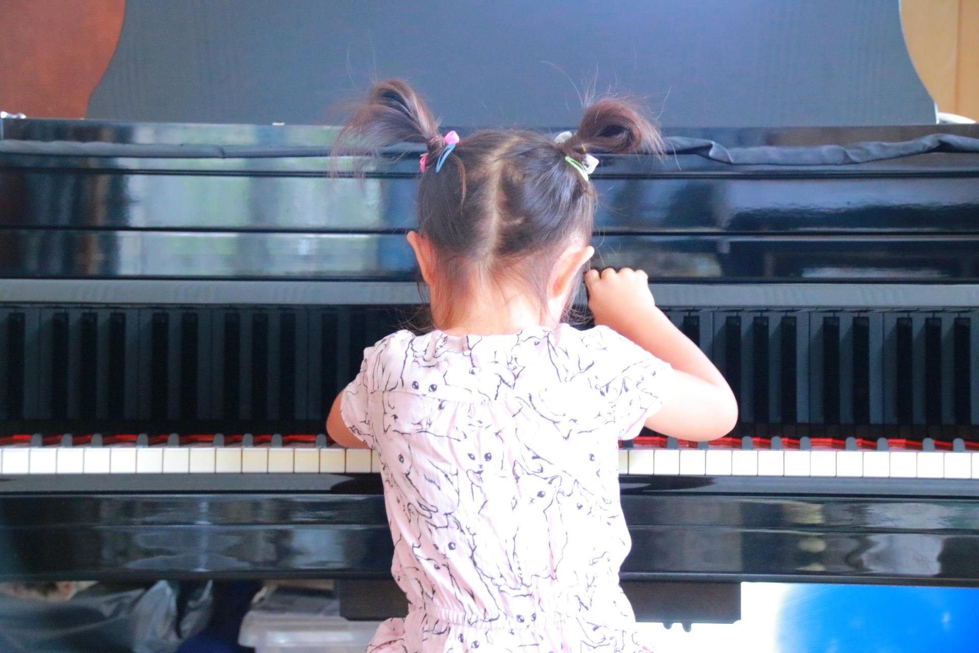 ピアノを始める理想の年齢とは?子どもの頃から習うと良い理由。