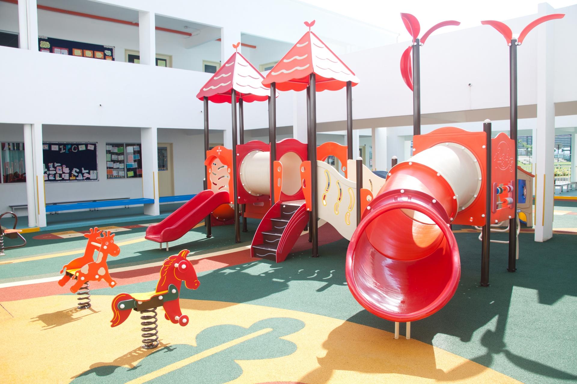 共働きで幼稚園に通わせるメリットとデメリット。長期休みはどうする?