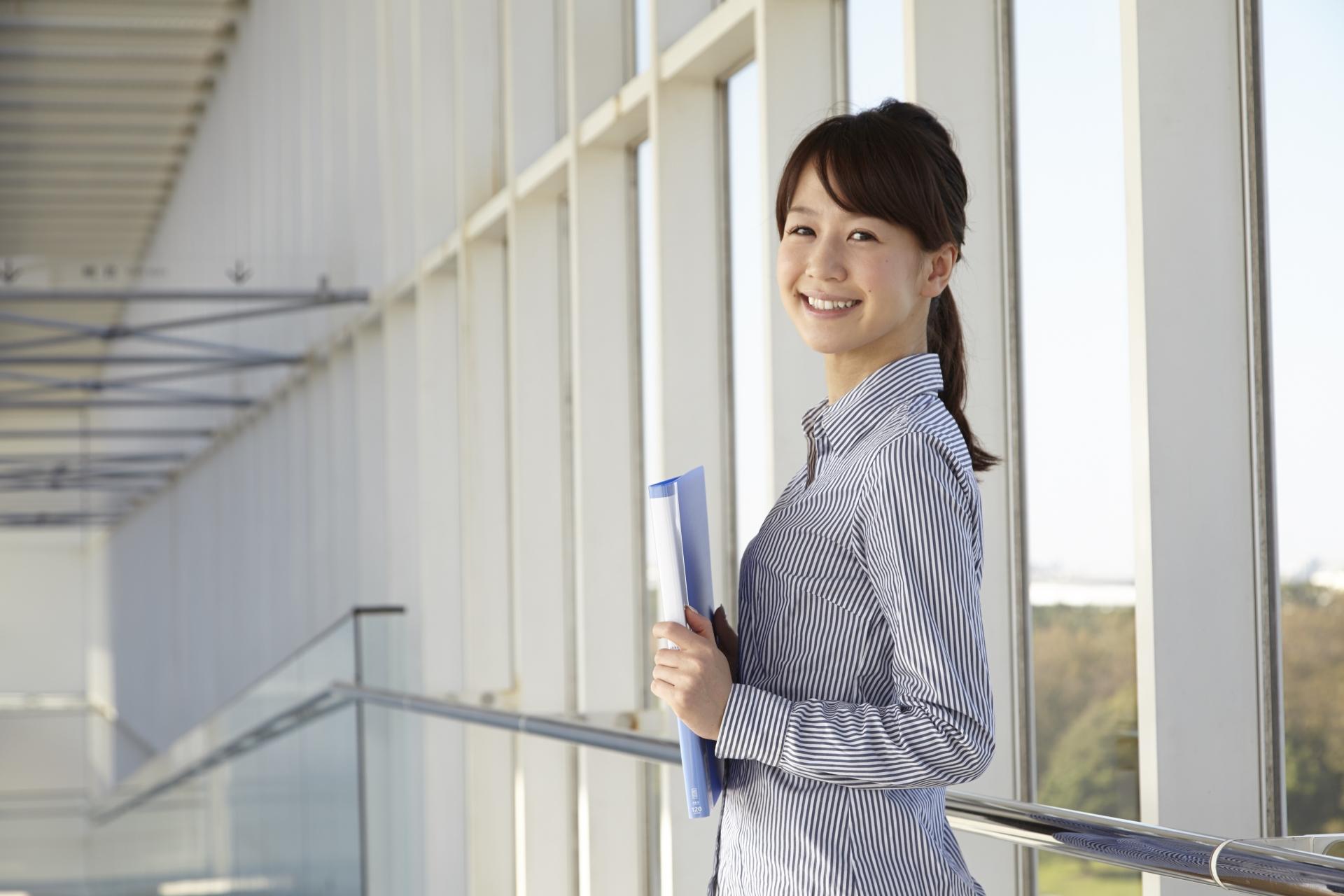 転職初日の服装の選び方。好印象なオフィスカジュアルのポイントとは?