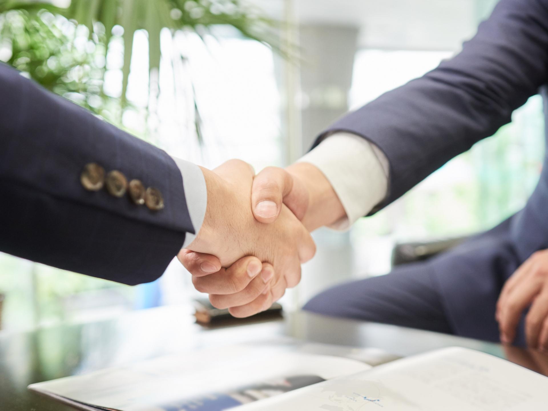 転職活動に有利なコネ入社。転職後のメリットとデメリットとは?