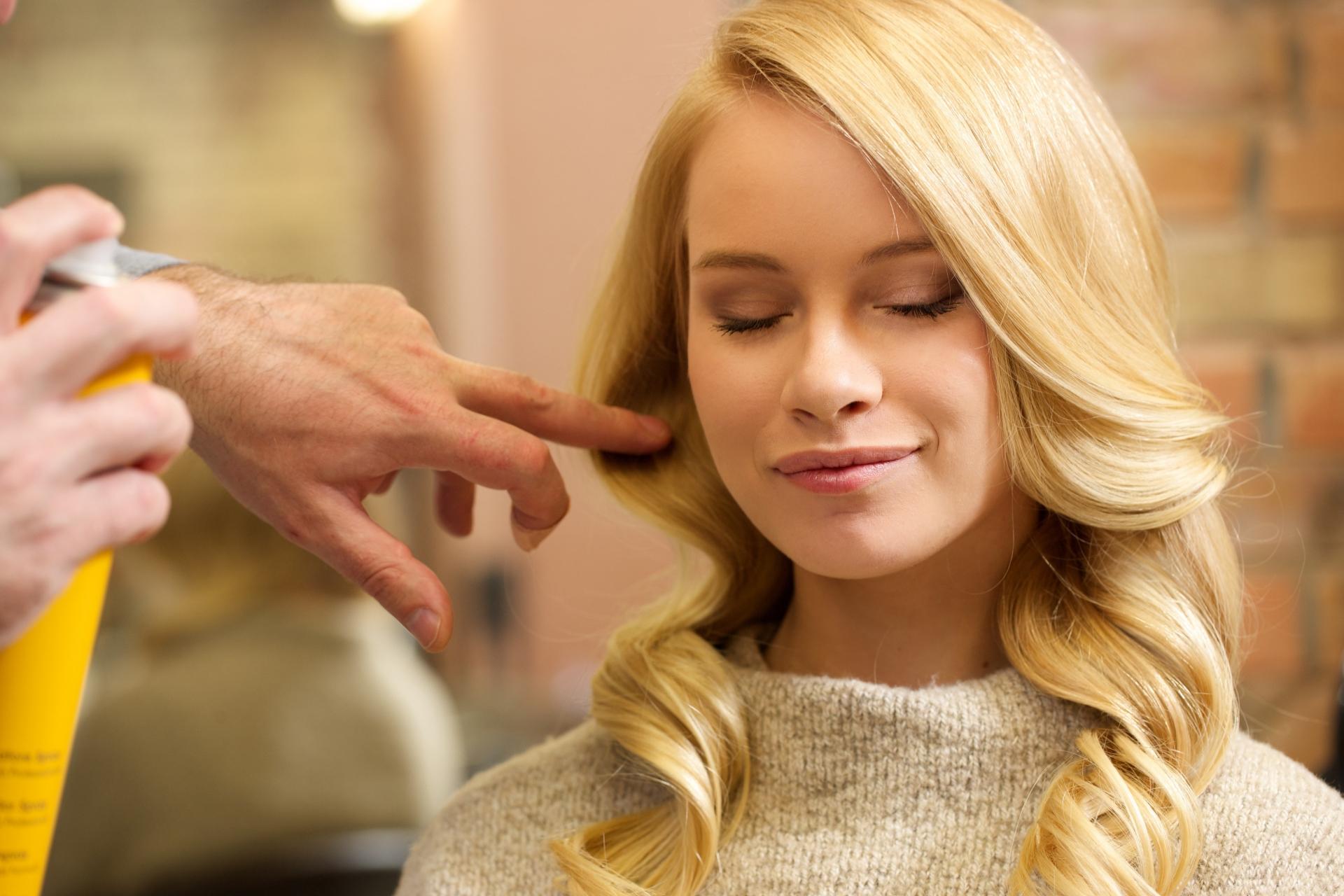 女性が髪型を変えるのは失恋だけじゃない!ヘアースタイルを変える心理とは?