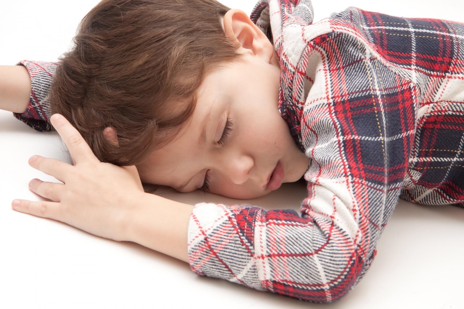 子供が寝ないのはなぜ?睡眠不足を回避するために親ができる工夫を紹介