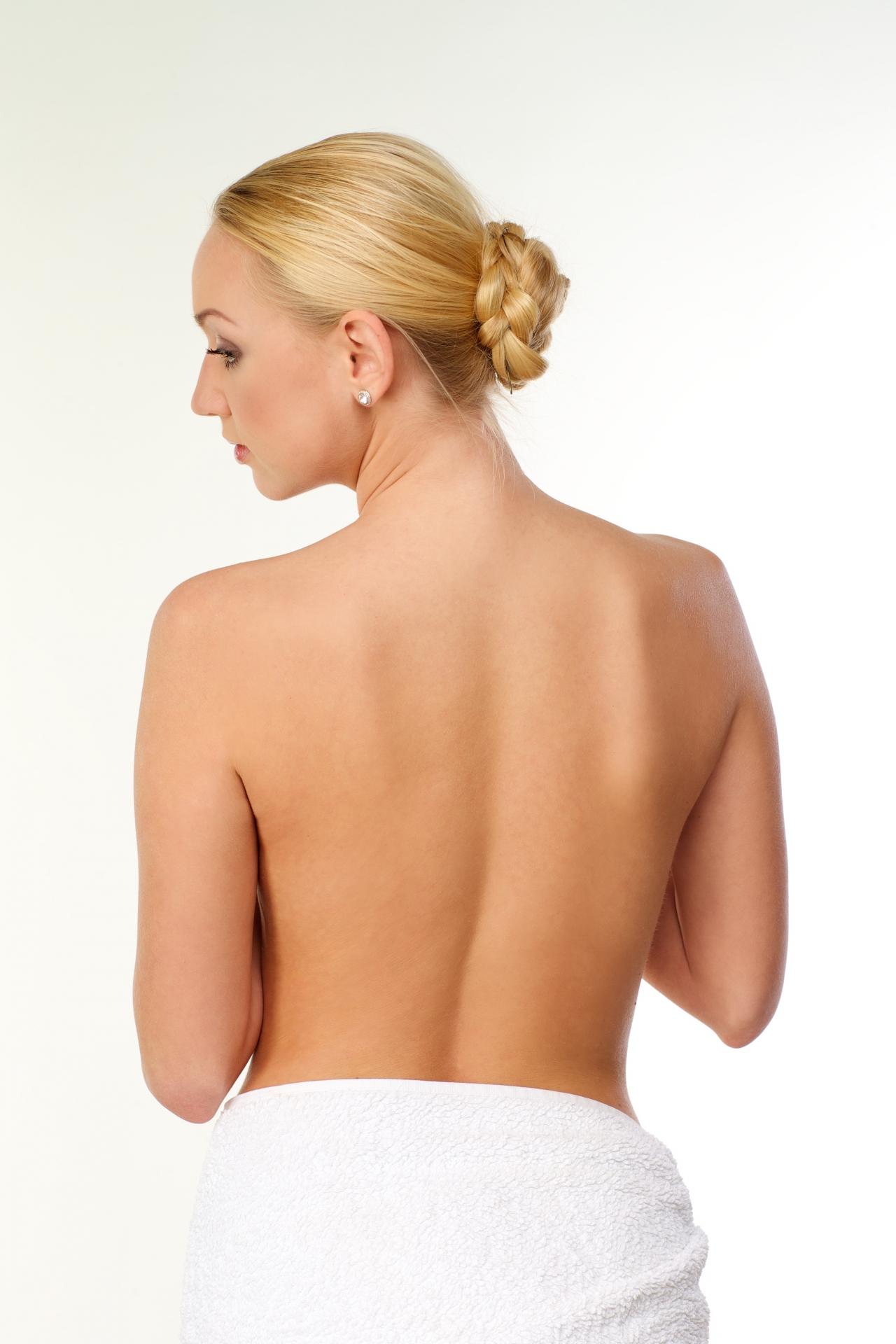 背中が毛深い女性は意外と多い!見えない場所のムダ毛処理の効果的な方法