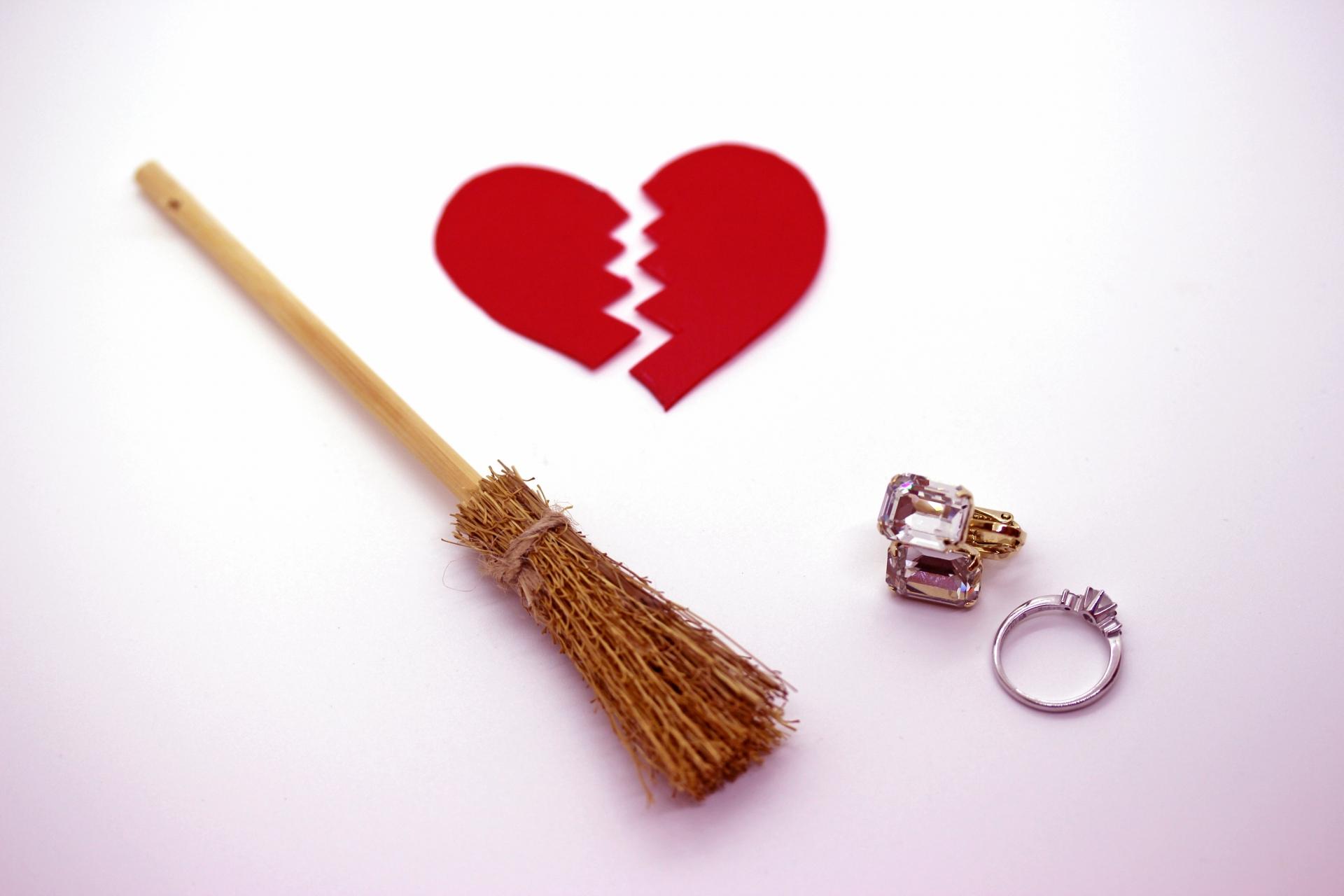 失恋から1年も経っても立ち直れない。恋人が忘れられない時の対処法