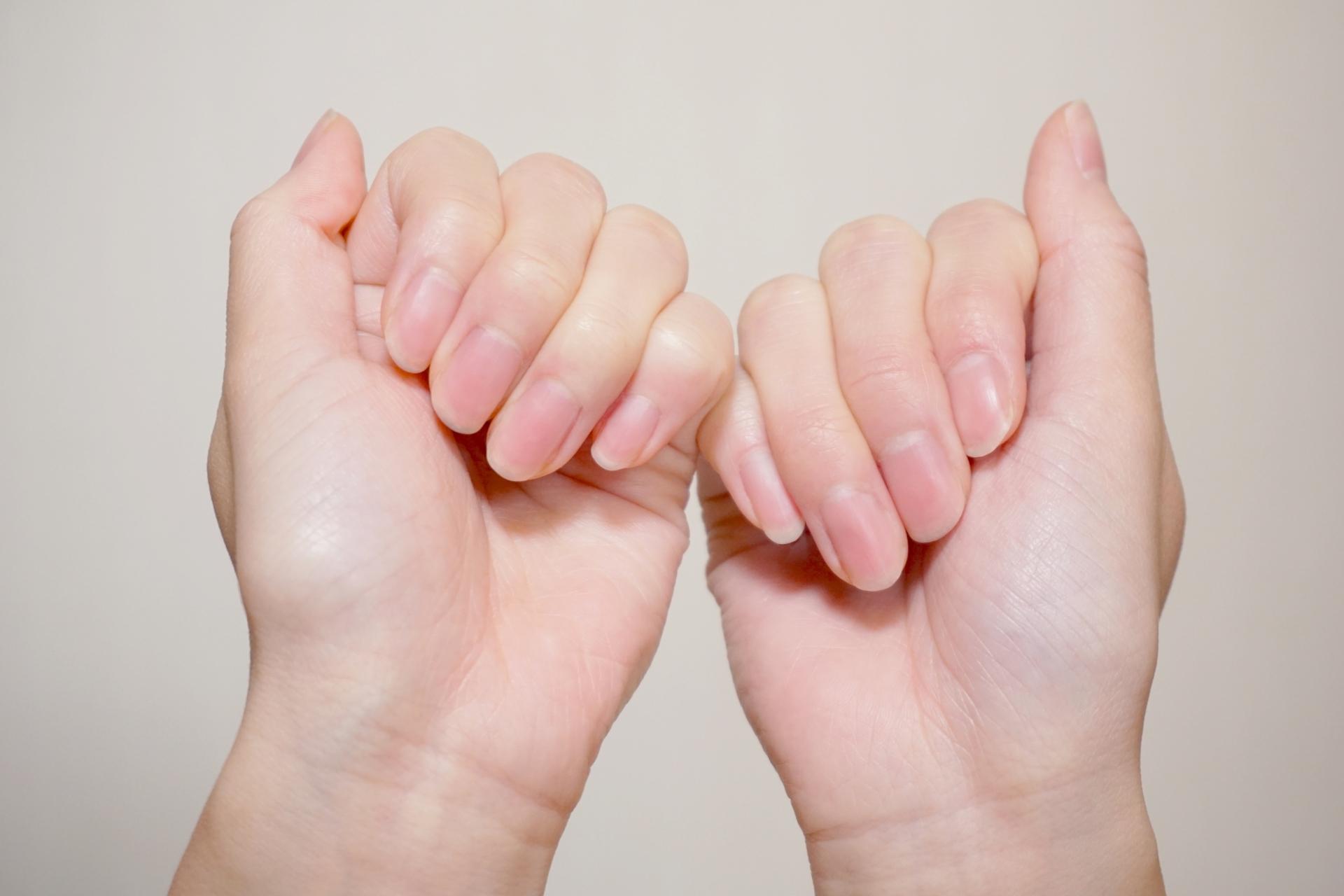 指をかむ人の心理とは?噛み癖を克服するための5つの対処法をご紹介。