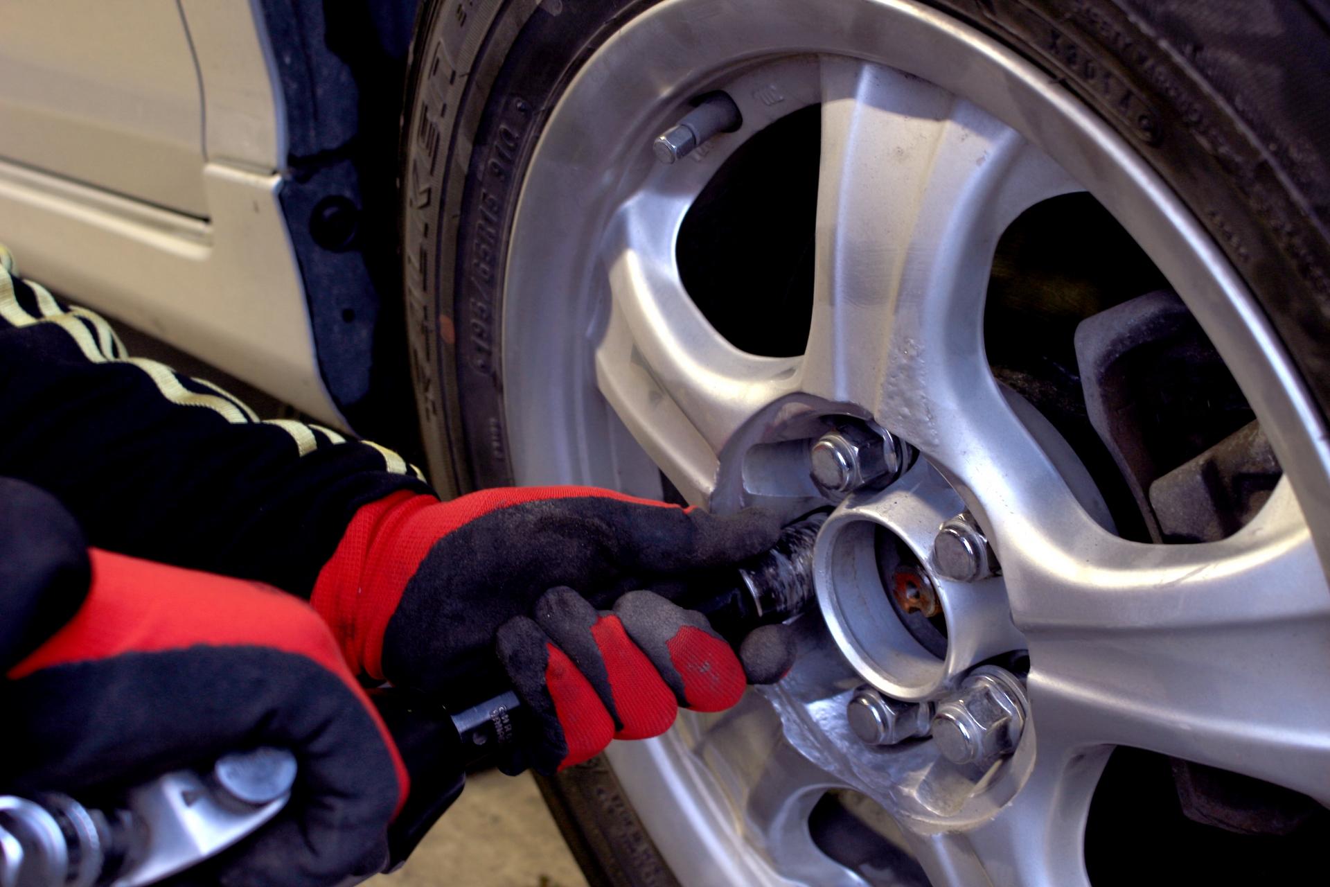 自動車整備士の大変な仕事内容とは?収入アップを目指すなら転職も。